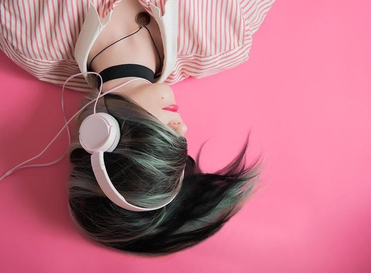 هوش مصنوعي مي تواند بفهمد كه چه آهنگي را گوش مي دهيد!